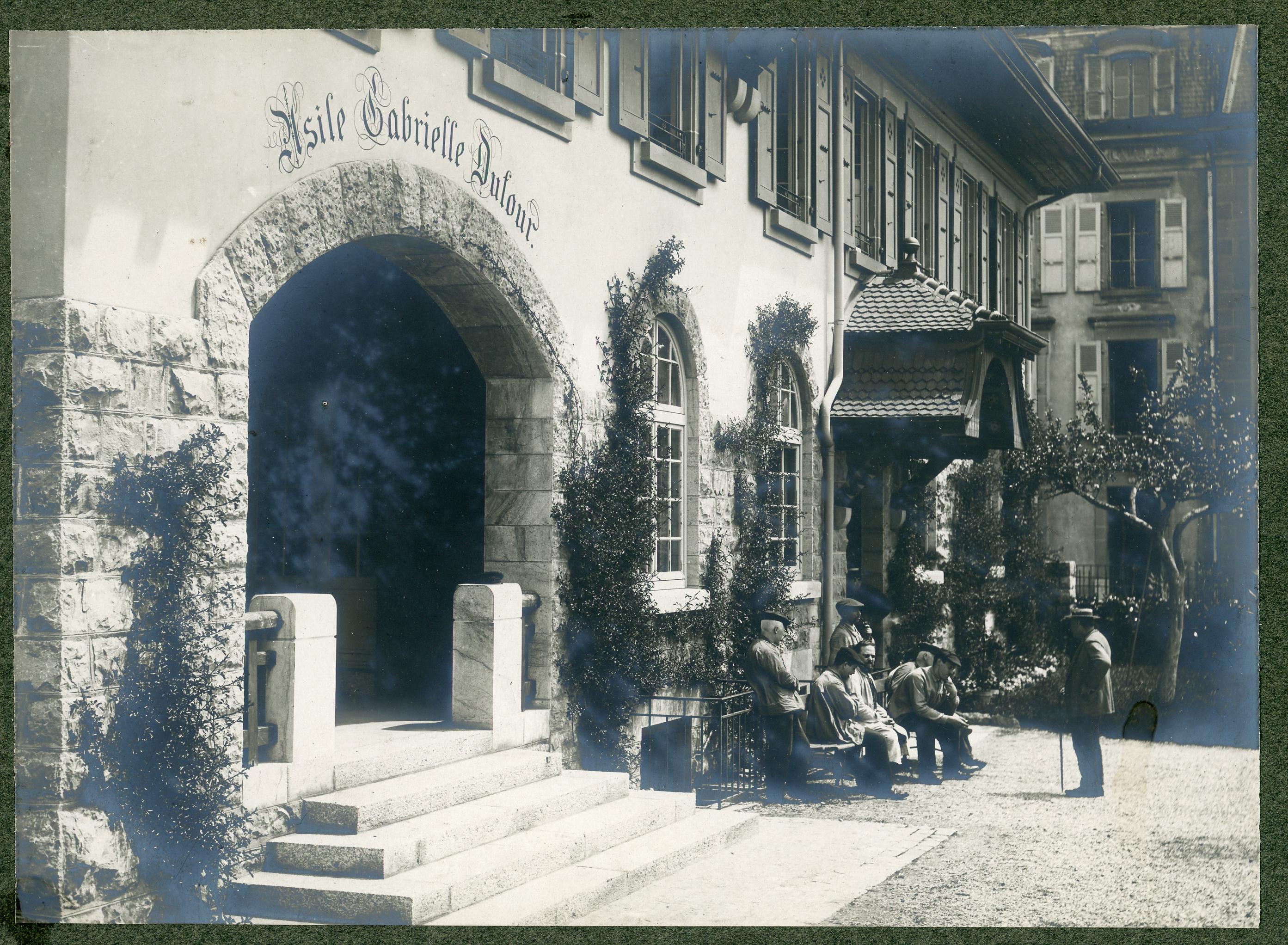 Image d'une carte postale de l'Asile Gabrielle Dufour