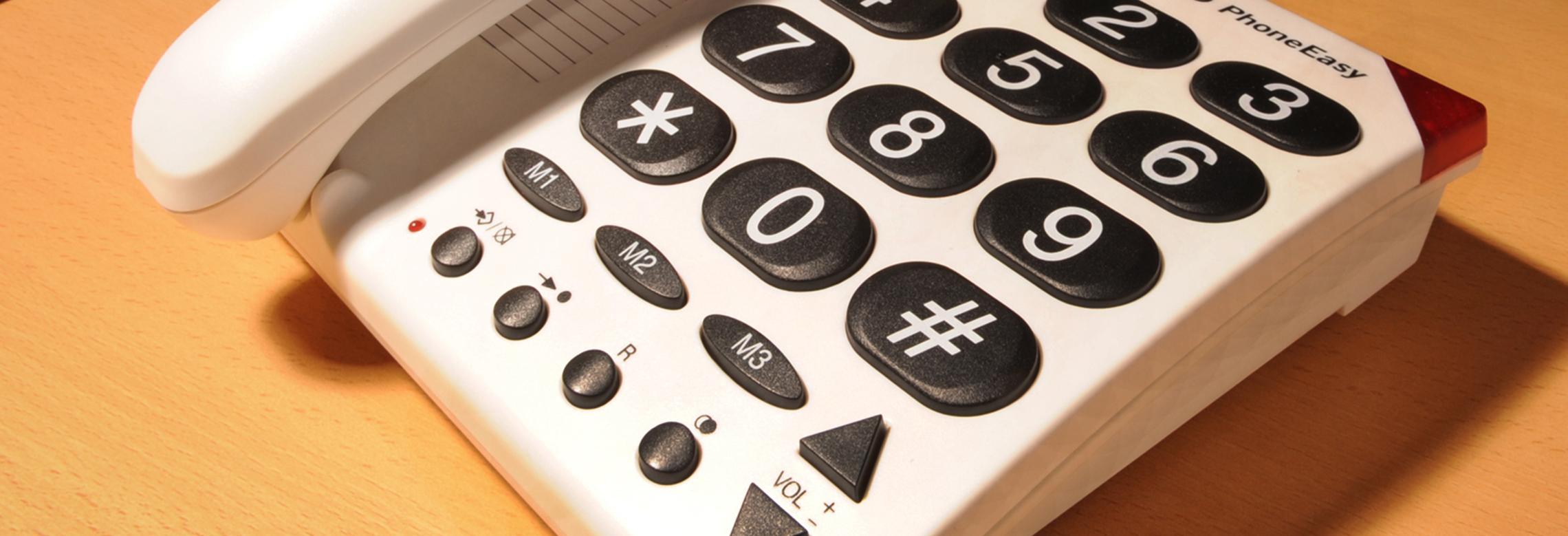 Un téléphone avec des touches agrandies
