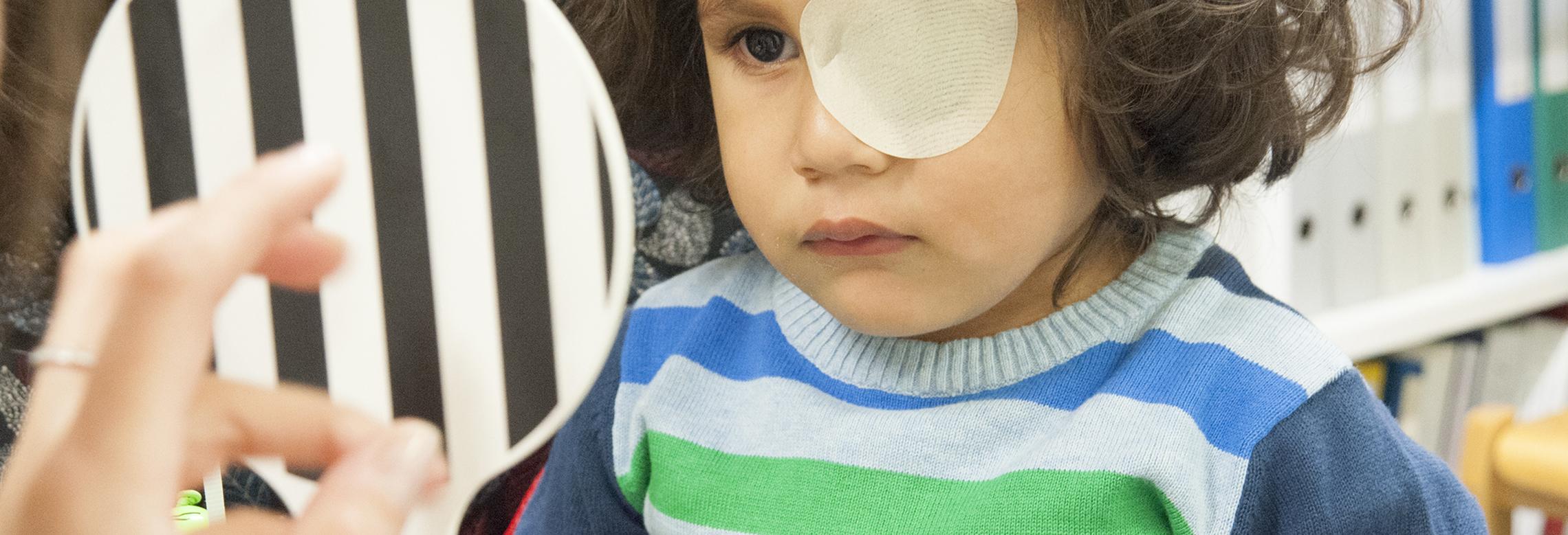 Image d'un enfant en consultation orthoptique