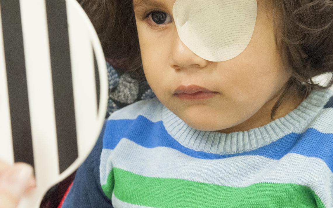 Un enfant en consultation orthoptique